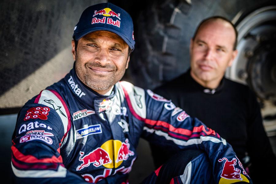 Nasser Al-Attiyah tiene motivos para sonreír; continúa al frente de la clasificación.