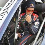 Thierry Neuville con el i20 WRC numero 20 en Gales