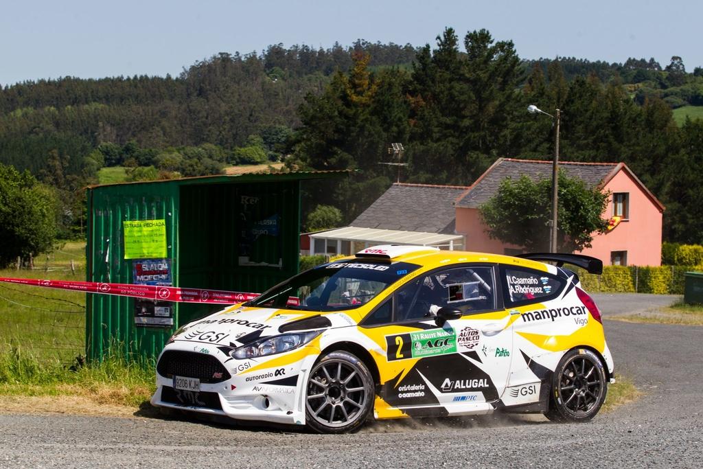 Iago Caamaño empieza mandando en el Rallye Ribeira Sacra